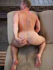 Fesh guy Dave Dakota jerks his fat cock until doesnt load cum on the breast