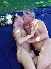 Silver daddy fucks a raw stud hole outdoor