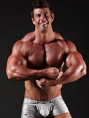 Oiled Zeb Atlas exposes his biggest muscle