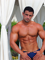 Spanis muscle maniac Macho Nacho shows off his dick