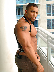 Tim Liggins shows muscled body